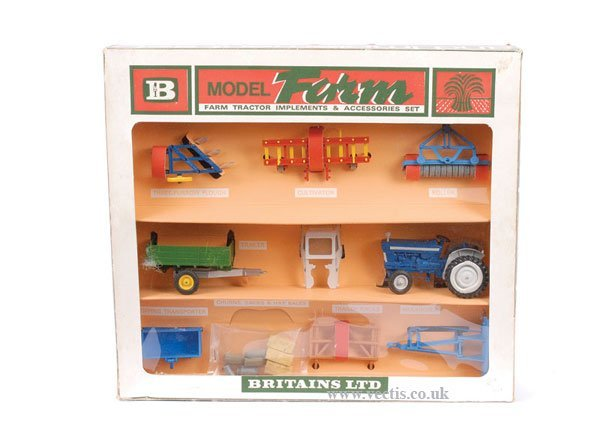 789: Britains No.9596 Farm Tractor and Implements Set