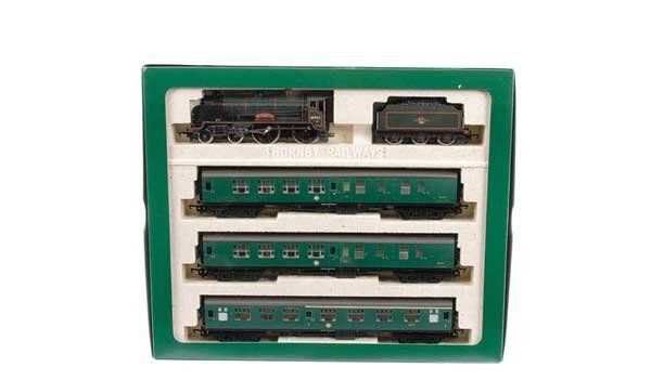 4007: Hornby R2062 BR Schools Train Pack