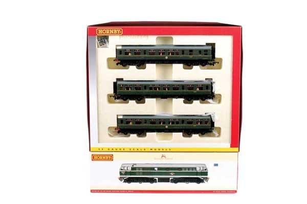 4012: Hornby (China) - 2 x BR Green Diesel Locos