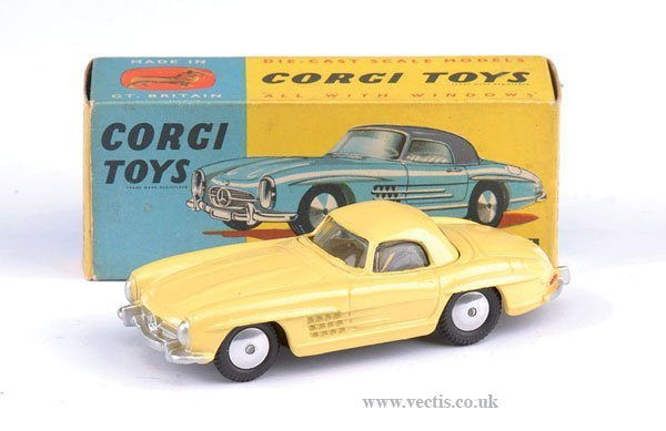 2261: Corgi No.304 Mercedes Benz Hardtop Roadster