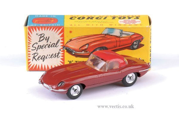 2266: Corgi No.307 Jaguar E Type