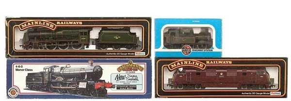 1018: OO Gauge - A Group of BR Steam and Diesel Locos