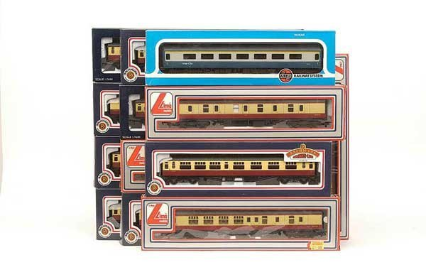 1019: OO Gauge - A Group of BR Passenger Coaches