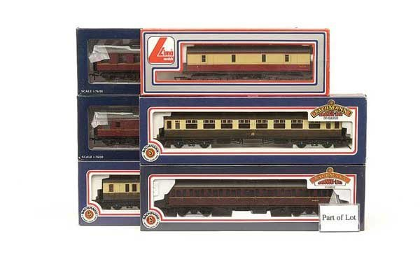 1020: OO Gauge - A Group of Passenger Rolling Stock