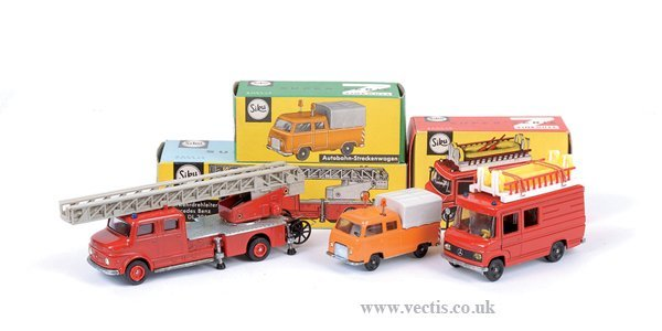 4017: Siku No.V261 Mercedes Benz Fire Engine & Others