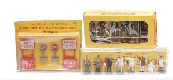 3004: Dinky Figures and Road Signs