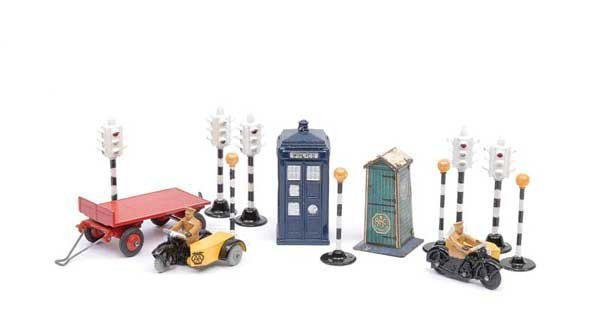3008: Dinky Motor Bikes and Unboxed Accessories