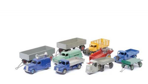 3012: Dinky - Assorted Trailers & Small Commercials