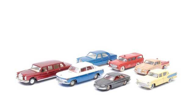 3016: Dinky American and European Cars