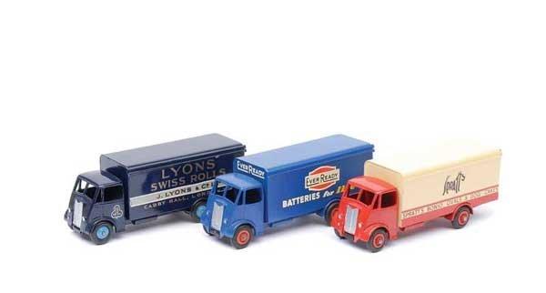 3024: Dinky - Repainted Guy Vans