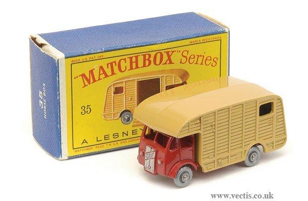 1012: Matchbox No.35a ERF Horse Box