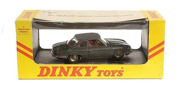 3017: Dinky No.524 Panhard 24