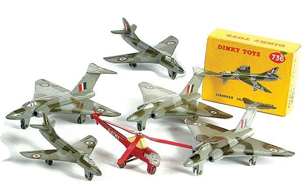 3019: Dinky - A Group of Boxed & Unboxed Aircraft