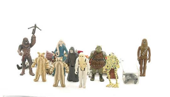 A collection of loose Star Wars figures
