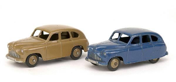 3093: Dinky - A pair of No.153/40E Standard Vanguards