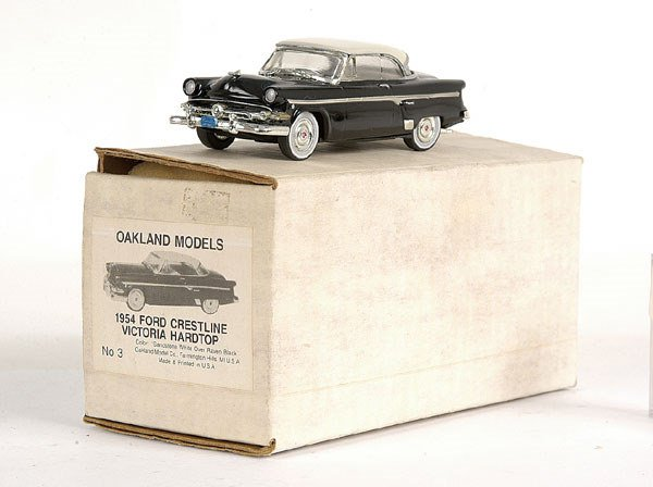 5905: Oakland Models No.3 Ford Crestline Hard-top