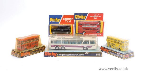 2003: Dinky - A Group of Public Service Vehicles