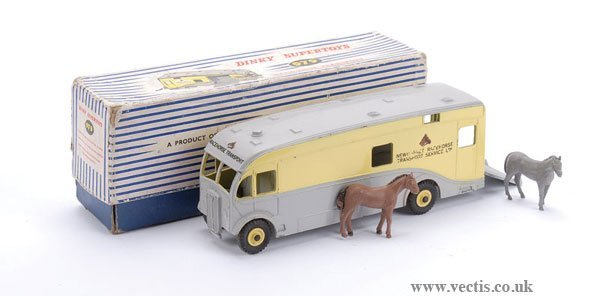 2019: Dinky No.979 Newmarket Racehorse Transport