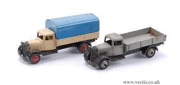 2124: Dinky No.25B Covered Wagon