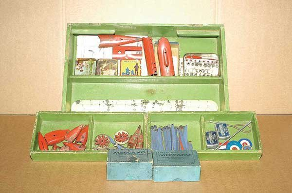 3020: Meccano - A Quantity of Aeroplane Parts