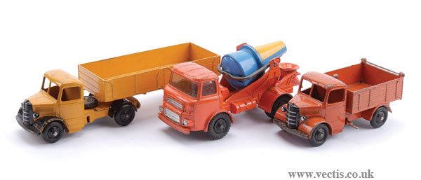 1019: Dinky - A Group of Bedford and Albion Lorries