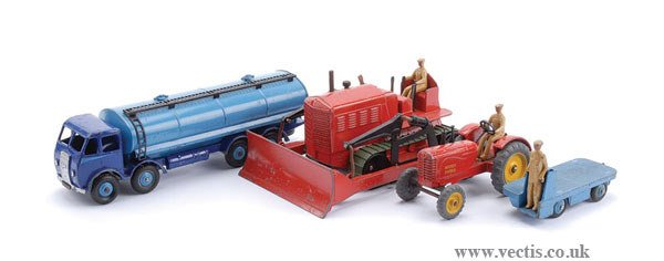 1020: Dinky Foden Tanker and Tractors