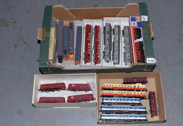 4185: HO - Unboxed Locos and Rolling Stock