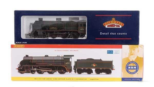 1010: OO Gauge - A Pair of BR Green Steam Locos