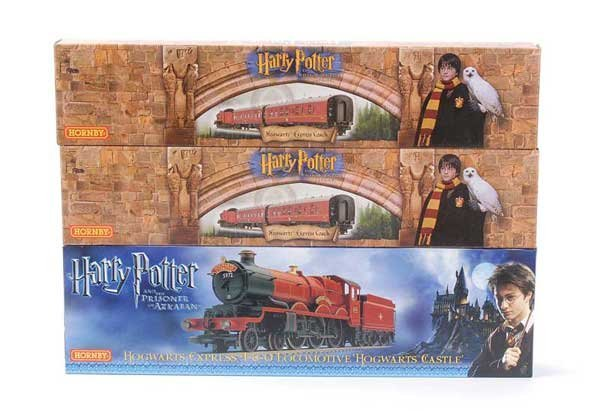 1015: Hornby (China) Harry Potter Loco and Coaches