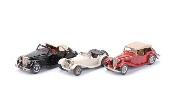 2008: Western Models - A Grooup of 3 x Jaguars