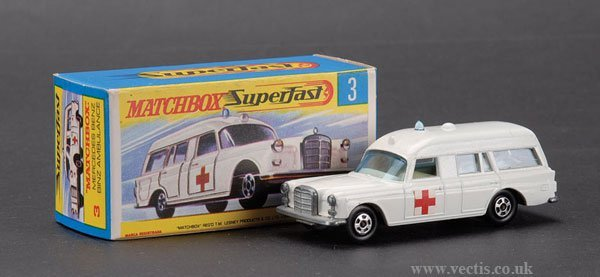 740: Matchbox Superfast No.3 Mercedes Benz Ambulance