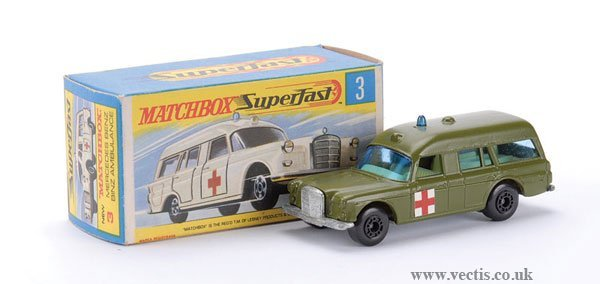 742: Matchbox Superfast No.3 Mercedes Benz Ambulance