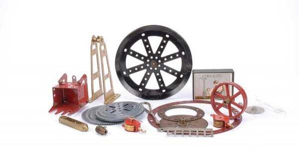 3015: Meccano - A Quantity of Pre-war Items