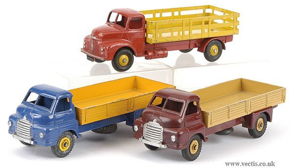 3002: Dinky - A Group of Bedford and Leyland Lorries