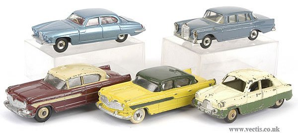 3003: Dinky - A Group of Saloon Cars