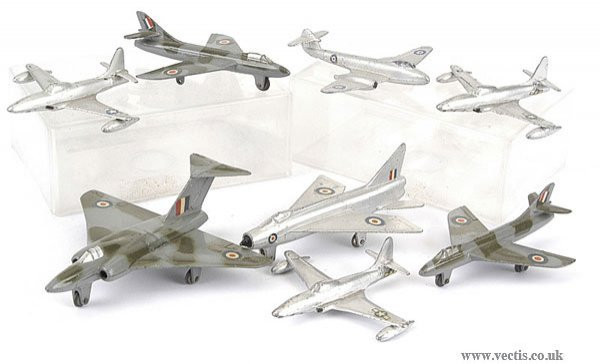 3018: Dinky - A Group of 8 x Post-war Jet Fighters