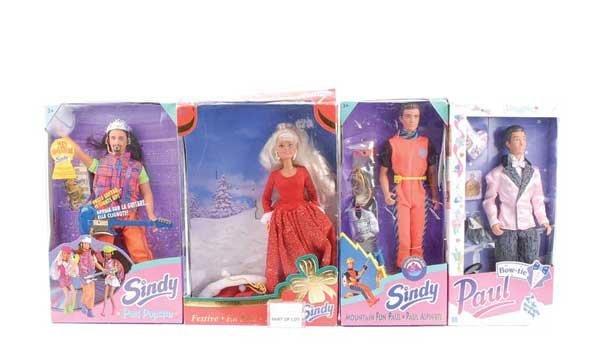 1074: A Quantity of Hasbro Sindy, Paul Dolls