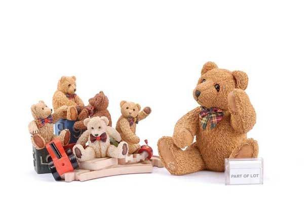 1115: Beau Bears Paw Prints - 14 Resin Bear Figurines