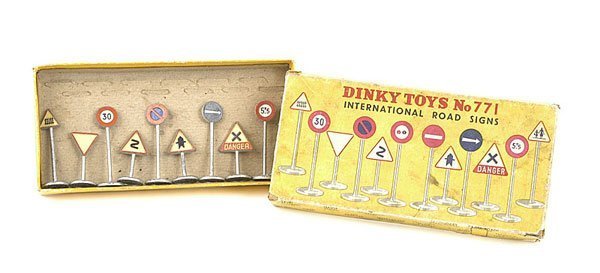 1001: Dinky Toys No.771 International Road Signs