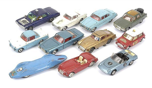 1014: Corgi Toys - A Group of Unboxed Cars