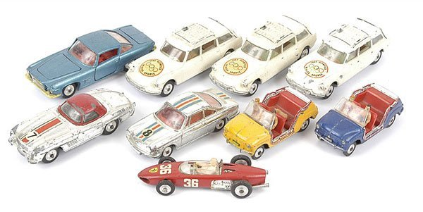 1015: Corgi Toys - A Group of Unboxed Cars