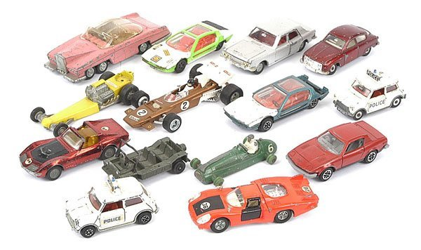 1021: Dinky Toys - A Group of Unboxed Cars