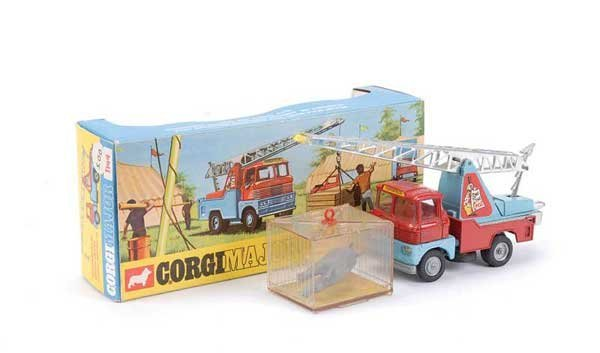 "2023: Corgi No.1144 ""Chipperfields"" Crane Truck"
