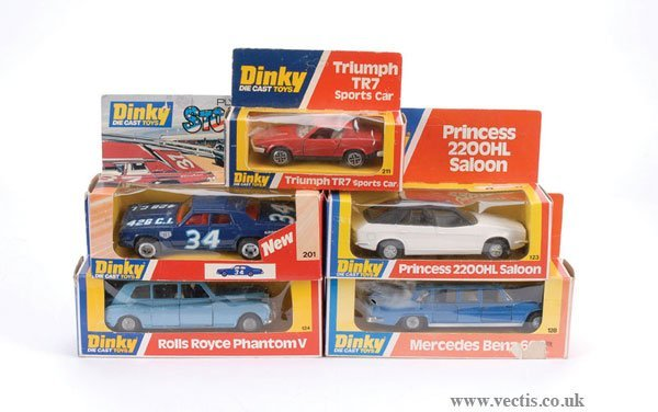 3002: Dinky - A Group of Cars