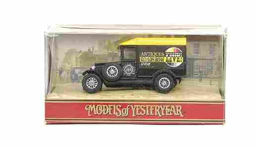 """786: Matchbox No.Y47 Morris Van """"Antiques Roadshow"""""""
