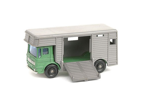 1211: Matchbox Preproduction No.17 AEC Horse Box