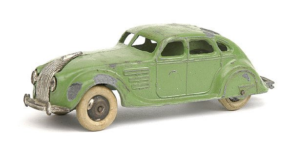 5: Dinky No.30a Chrysler Airflow Saloon