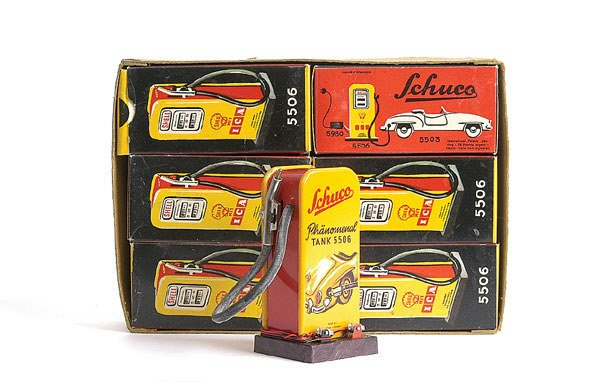 73: Schuco 5506 Trade box of 6 Shell Petrol Pumps