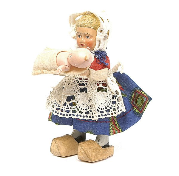 484: Schuco - 933 - Clockwork Dutch Girl with Baby