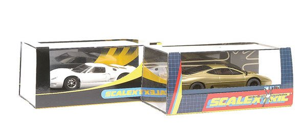 5: Scalextric C2083 Jaguar XJ220 & C2472 Ford GT40